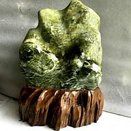 Cây đá để bàn màu xanh lá tự nhiên cân nặng hơn 15 kg cao khoảng gần 50 cm cả chân đế nhiều ngọc serpentine cho người mệnh Hỏa và Mộc phongthuymenhhoa thumbnail