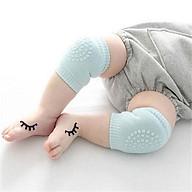 Tất bảo vệ đầu gối cho bé khi tập bò thumbnail