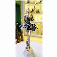 Tượng cô gái múa bale ánh bạc váy xòe giơ 1 tay thumbnail