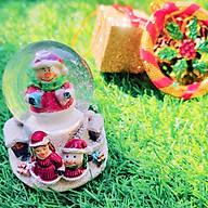 Quả Cầu Tuyết Trang Trí Giáng Sinh Hình Cô Gái Và Người Tuyết - Mẫu Ngẫu Nhiên thumbnail