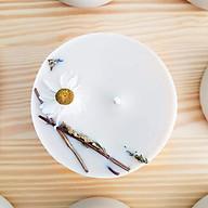 Nến thơm cao cấp bằng sáp đậu nành và tinh dầu hữu cơ hương bạc hà, trang trí hoa cúc trắng, cành lá bạch đàn thơm thumbnail