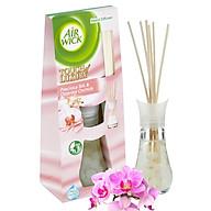 Bộ khuếch tán tinh dầu que mây Air Wick Precious Silk & Oriental Orchids 30ml QT06522 - lụa, hoa phong lan thumbnail