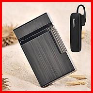 Combo Hộp Quẹt Bật Lửa Gas Đá D38 Họa Tiết Đen Xước + Tặng Tai Nghe Bluetooth BT01 Kiểu Dáng Thể Thao thumbnail