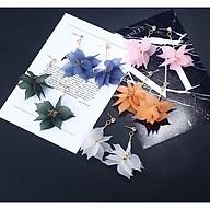 Cặp bông tay hoa thanh lịch cho nữ thumbnail