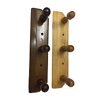 Đôi giá treo đồ bằng gỗ tự nhiên gắn tường.