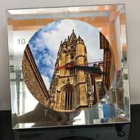 Đồng hồ thủy tinh vuông 20x20 in hình Cathedral - nhà thờ chính tòa (62) . Đồng hồ thủy tinh để bàn trang trí đẹp chủ đề tôn giáo