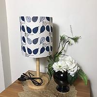 Đèn ngủ để bàn DB-E05 - LÁ BODHI XANH TÍM trang trí phòng ngủ cao cấp (kèm bóng), công tắc bật tắt, chóa vải canvas trang trí nhà cửa, chân gỗ tự nhiên