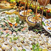 Buffet New Year Eve Đặc Biệt 50 Món Hải Sản Bao Gồm Thức Uống Ca Nhạc Acoustic Tại Gánh Palace 4*