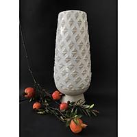 Lọ cắm hoa trắng kem họa tiết hình tam giác nổi