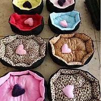 Nệm giường ổ nằm cho chó mèo bông cao cấp 40x50x15 cm kèm trái tim (giao màu ngẫu nhiên)