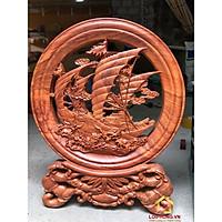 Đĩa gỗ phong thủy thuyền buồm bằng gỗ hương đường kính đĩa 30 cm dày 4 cm