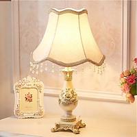 Đèn ngủ để bàn Vdecor phong cách Châu Âu cổ điển, sang trọng tạo điểm nhấn cho căn phòng , có thể điều chỉnh độ sáng