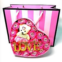 Quà Valentine Ý Nghĩa Cho Bạn Gái - Hoa Hồng Sáp Hộp Trái Tim 18 Bông Có Gấu Chữ Love