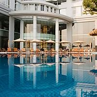 Ưu đãi mùa thấp điểm. Gói 3N2D tại khách sạn Novotel Hạ Long Bay Hotel 4*. Bao gồm ăn sáng dành cho 2 khách người lớn và 01 bé dưới 16 tuổi.