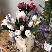 Bình hoa giả tulip và lavender để bàn đẹp