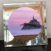 Đồng hồ thủy tinh vuông 20x20 in hình tu viện Mont Saint-Michel (49) . Đồng hồ thủy tinh để bàn trang trí đẹp chủ đề tôn giáo