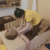 Liệu Trình Áp Dụng 1 Trong 2 Dịch Vụ 75 Phút Massage Body Đá Nóng/Thảo Dược Tại Mẹ & Em Spa