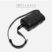 Túi xách bao tử unisex/ 1992 s t u d i o/ SMALL SQUARE BAG/ đeo chéo đeo hông, da đan, màu đen, size nhỏ