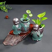 Bộ 2 chú tiểu trồng cây phong cảnh