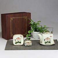 Bộ ấm chén men kem vuông quai đồng vẽ hoa sen đỏ gốm sứ Bát Tràng (bộ bình uống trà, bình trà)