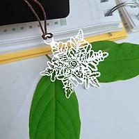 Bookmark kim loại màu bạc hình hoa tuyết kèm dây treo