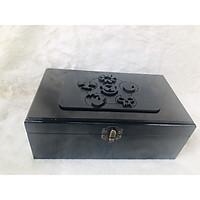 Hộp quà bằng gỗ màu đen hơi nâu, hộp để bài tarot huyền bí với các biểu tượng độc đáo được khắc nỗi trên bề mặt hộp vô cùng lạ mắt