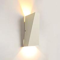 Đèn trang trí gắn tường hình hiện đại hình khối tam giác vát đỉnh .