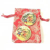 Cặp Xu hình chú Bò đang mang túi Vàng Bạc, màu vàng và bạc, tặng kèm túi gấm, dùng để trang trí bàn sách, bàn làm việc, mang theo trong túi - SP002469