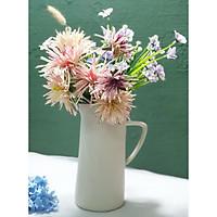 Bình cắm hoa màu trắng có tay cầm, sản phẩm trang trí hoàn hảo cho ngôi nhà.