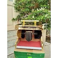 Máy đánh giày tự động thân gỗ, mặt kim loại ánh vàng sáng bóng, có quai xách tiện lợi
