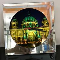 Đồng hồ thủy tinh vuông 20x20 in hình Berlin Cathedral - nhà thờ chính tòa Berlin (7) . Đồng hồ thủy tinh để bàn trang trí đẹp chủ đề tôn giáo