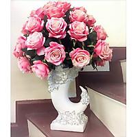 Bình hoa hồng nhung nghệ thuật tươi tắn yêu kiều tượng trưng cho tình yêu và hạnh phúc