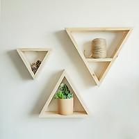 Tam giác treo tường / Kệ gỗ thông trang trí