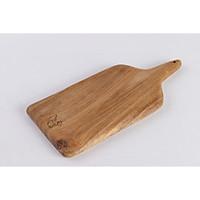 Thớt gỗ treo dáng dài tiện lợi.