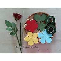 Set nguyên liệu cắt sẵn làm 10 đầu hoa hồng nhung bằng giấy mỹ thuật có kèm đài hoa