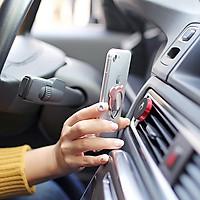 Giá đỡ điện thoại bằng nam châm dùng trên xe hơi