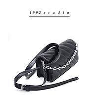 Túi xách nam nữ /1992 s t u d i o/ FLAVIE BAG màu đen dây da kèm phụ kiện dây xích