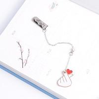Bookmark kim loại mặt dây chuyền đính ngọc trai sáng tạo - Tay bắn tim
