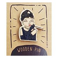 Huy Hiệu Cài Áo Gỗ Audrey Hepburn PS020