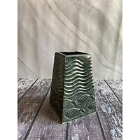 Lọ gốm khắc sá sóng nước
