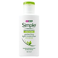 Kem chống nắng Simple Kind To Skin Protecting Light Moisturizer SPF 15 125ml