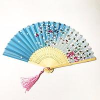 Quạt cổ phong nền xanh hồng loại 2 quạt trúc xếp cầm tay phong cách Trung Quốc in hoa trang trí