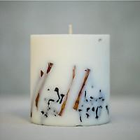 Nến thơm cao cấp bằng sáp đậu nành với tinh dầu quế và đinh hương, trang trí thanh quế và nụ đinh hương tự nhiên - 500ml