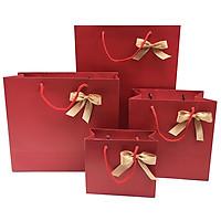 Túi giấy đựng quà ngày lế tết màu đỏ sang trọng