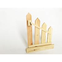 Kệ hàng rào gỗ trang trí để bàn kết hợp khe để name card/card visit và treo đồ trang trí hoặc treo chìa khóa (26x16cm màu gỗ tự nhiên)