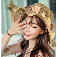 Mũ cói nữ vành rộng đính hoa phù hợp đi biển, nón cói cách điệu vành sóng thời trang - Smice House