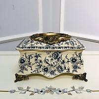 Hộp đựng khăn giấy hoa văn cổ điển phong cách châu âu được trang trí hoa văn tinh xảo mang tính nghệ thuật cao