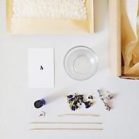 Bộ dụng cụ tự tạo nến DIY - Nến thơm sáp ong với hoa oải hương và hoa đậu biếc 150ml