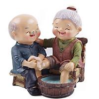 Tượng ông bà anh - Rửa chân hạnh phúc