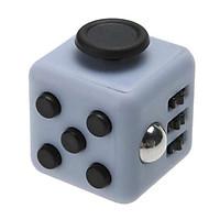Fidget Cube - Dụng Cụ Giúp Tập Trung Kỳ Diệu Trong Công Việc màu ngẫu nhiên